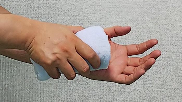 手根管症候群の患部を冷却